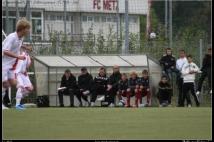 Championnat U15 Interligues contre ASNL  : Sous l\'abri à gauche Jean-Paul SCHEID, Président de l\'Association FC METZ