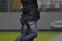 FC Metz - Amiens SC, 15e journée de Ligue 2  : La joie difficilement contenue de Dominique Bijotat au coup de sifflet final.