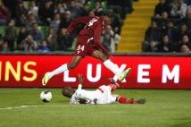 Metz- Monaco, 32° journée de L2  : Alhassane Keita a remplacé Duhamel. Il est ici stoppé dans son offensive.