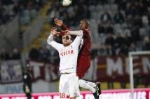 Metz- Monaco, 32° journée de L2  : Bruce Abdoulaye, à l\'aise dans son duel aérien face à Germain.