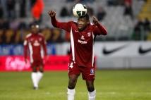 Metz- Monaco, 32° journée de L2  : C\'est ce qui s\'appelle avoir le ballon collé sur la tête! N\'est-ce pas Adama Tamboura?