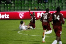 Metz-Guingamp, 36° journée de Ligue 2  : Thierry Steimetz victime d\'un tacle sévère de Kerbrat.