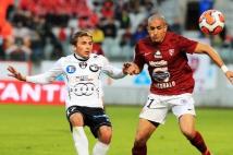 Metz - Bastia, 33° journée  : Ahmed Kashi en action. Le numéro 21 des Grenats a délivré une belle prestation face à Bastia et a sauvé une balle de but sur la ligne !
